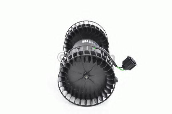 BOSCH Электродвигатель вентилятора печки (24V) SCANIA 9,0-12,0 96-04 BOSCH 0130111184